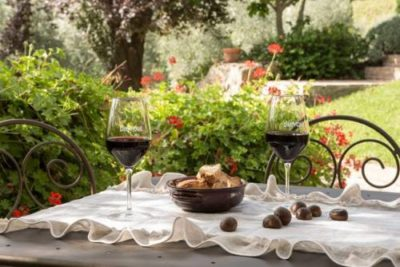 Wine on a First Date: how to choose and order to impress