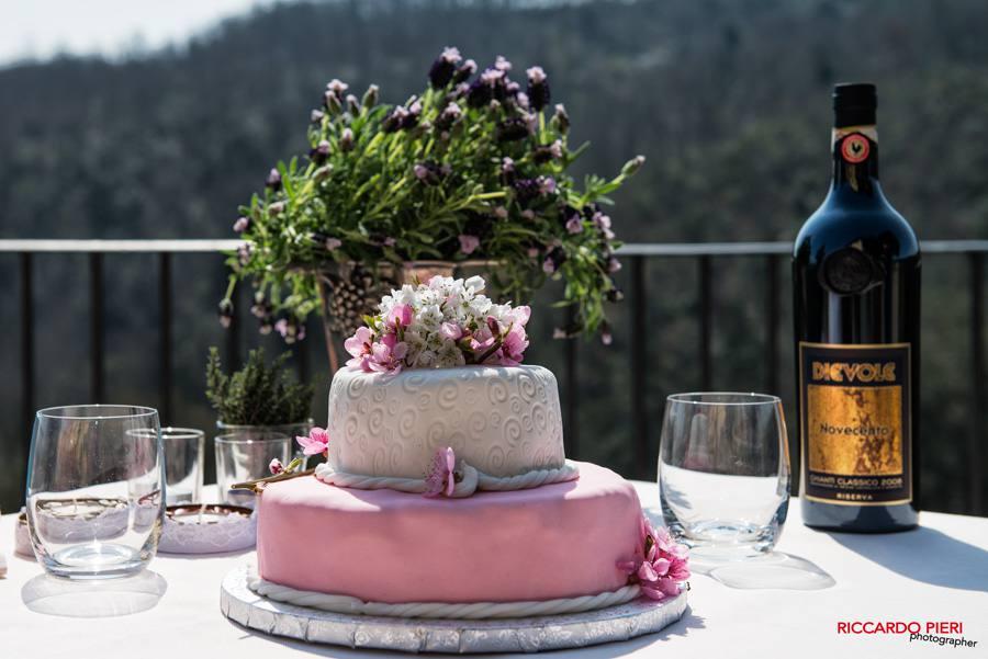 Cake cutting with a view at Dievole | Photo Riccardo Pieri