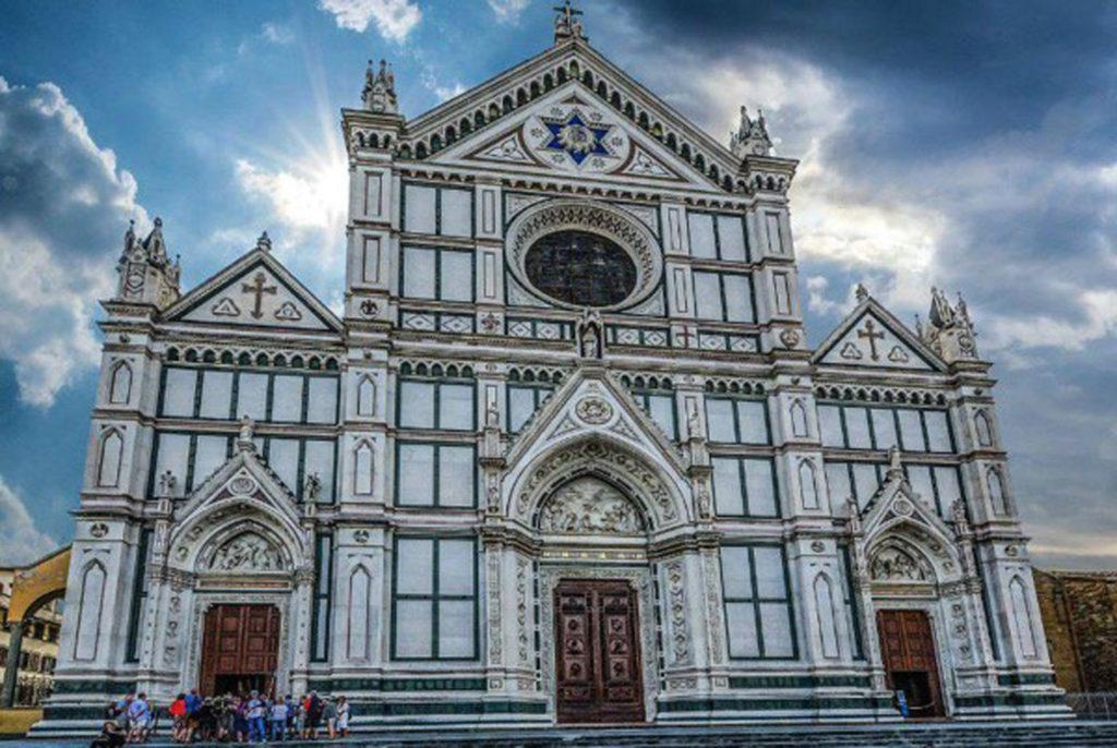 Santa Croce Basilica - Tuscany and books